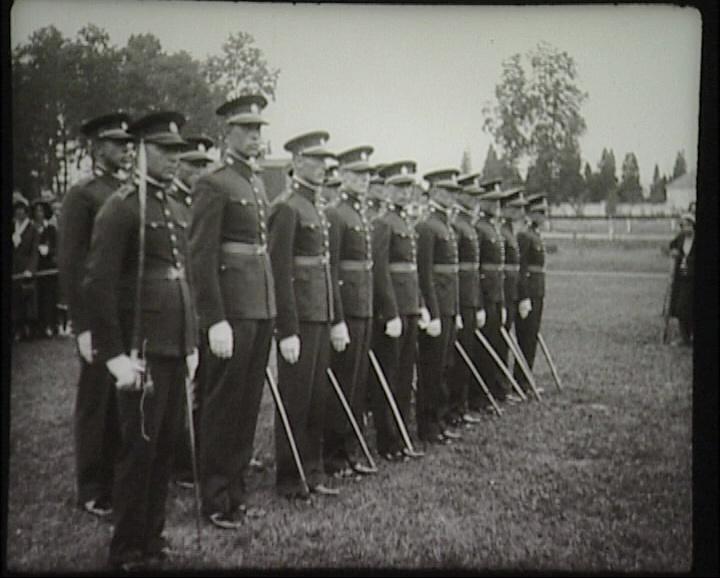 Jmenování poručíků (Odhalení památníku vojenské akademie a vyřadění poručíků v Hranicích 1931)