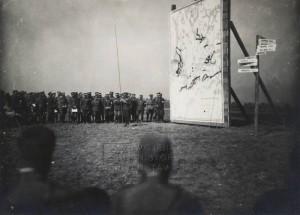 Rozprava a výklad k válečné situaci, jež navozovala úkoly závěrečných cvičení na Hané v roce 1929. FOTO: VHÚ