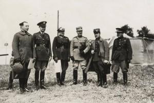 Závěrečných cvičení na Hané z roku 1929 se tak jako každoročně účastnili vojenští atašé zahraničních armád. FOTO: VHÚ