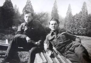 Jaroslav Klemeš (vpravo) na dobové fotografii. Foto sbírka VHÚ / Rukopis generála Rudolfa Krzáka
