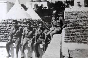 Jaroslav Klemeš (zcela vlevo) na dobové fotografii. Foto sbírka VHÚ / Rukopis generála Rudolfa Krzáka