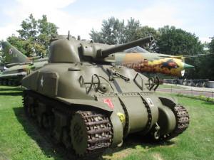 Shermann se znaky 1. polské obrněné divize, jejíž vojáci se v letech 1944–1945 podíleli na osvobozování Francie, Belgie, Nizozemí a severního Německa. FOTO: J. Plachý