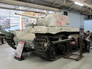 Sovětskou techniku z let druhé světové války zastupuje těžký tank KV-1