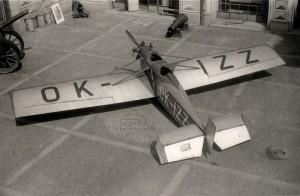 Avia BH-11C na nádvoří Schwarzenberského paláce. Foto sbírka VHÚ.
