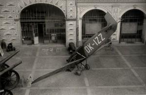 BH-11C na nádvoří Schwarzenberského paláce. Foto sbírka VHÚ.