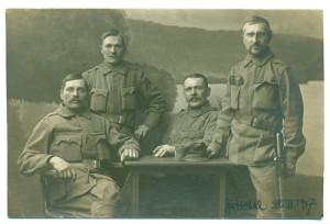 Josef Váchal (zcela vpravo) před odjezdem na sočskou frontu, 25. února 1917.