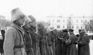 Čs. legionáři v různých typech zimních papach. FOTO: VHA