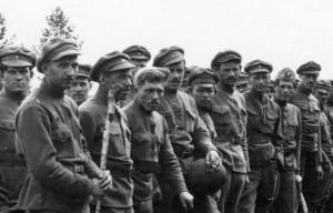 Skupina čs. legionářů s typicky tvarovanými čepicemi. FOTO: VHA