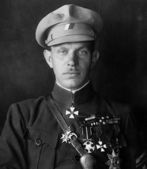 Generál Radola Gajda v typické furážce a blůze – frenči. FOTO: VÚA–VHA