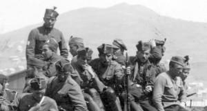 Příslušníci 2. jízdního pluku v letních poděbradkách. FOTO: VÚA–VHA