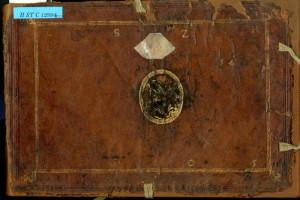 Přední deska knihy se supralibros LSZH a datací 1605.
