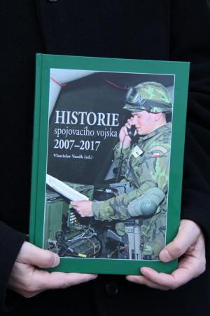 Kniha o historii spojovacího vojska 2007-2017