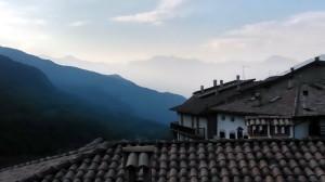 Výhled na Doss Alto di Naga z obce Castione