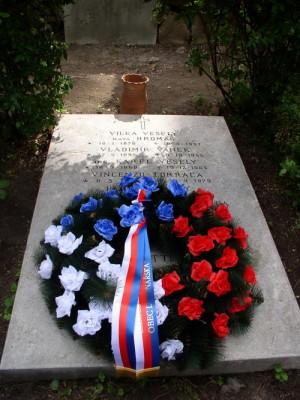 Hrob předních představitelů prvního čs. odboje v Itálii Vladimíra Vaňka a Karla Veselého na Cimitero Acattolico v Římě