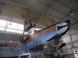 Rakousko-uherský létající člun Lohner L. 127, ukořistěný italskou armádou v době první světové války, jako exponát Vojenského leteckého muzea ve Vigna di Valle