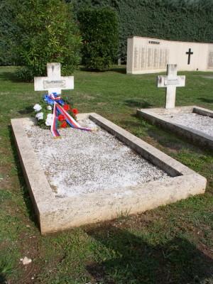 Místo posledního odpočinku poručíka Josefa Dufka, sloužícího za druhé světové války v silách Svobodné Francie, na francouzském válečném hřbitově ve Venafro