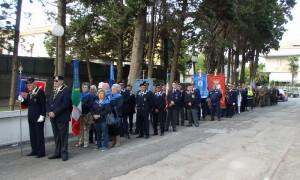 Průvod spolků válečných veteránů a dalších občanských organizací před slavnostním odhalením odhalení pamětní desky legionáři Janu Kelblovi 30. září 2017 v Giulianova