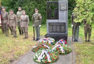 Památník v Ozerné po pietním aktu 1. července 2017. Foto Tomáš Jakl