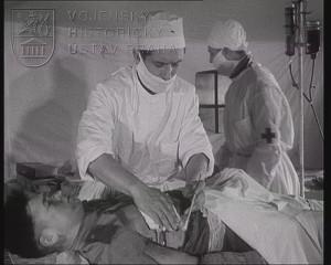 Film Léčení traumatického šoku v polních podmínkách
