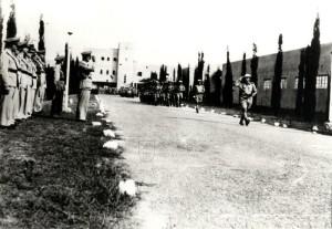 Oslavy 28. října 1942 v Haifě - příslušníci čs. protiletadlového pluku pochodují