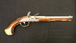 Pistole s francouzským křesadlovým zámkem, L. Becher mladší, Karlovy Vary, kolem 1770