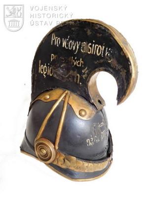 Pokladnička z dragounské helmy