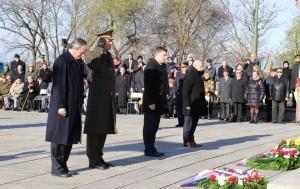 Ministr Stropnický a generál Bečvář vzdávají čest všem padlým veteránům