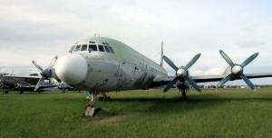 Snímek z dřívější doby - umístění letounu na travnaté ploše 24. zdl.