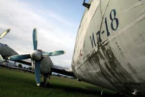 Snímky z dřívější doby - umístění letounu na travnaté ploše 24. zdl.