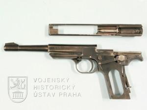Čs. sportovní pistole ČZ 448 Favorit