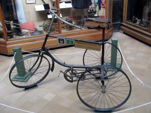 Unikátní belgický třístopý vojenský bicykl.  FOTO: Ivo Pejčoch
