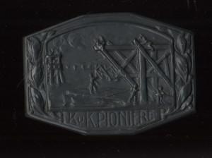 Čepicový odznak ženijních jednotek.  FOTO: VHÚ