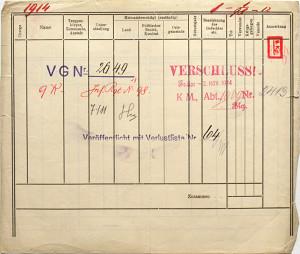 Razítka na rubu téhož tiskopisu poodhalují úřední cestu dokumentu. Jména obou raněných si jejich příbuzní mohli přečíst v Seznamu ztrát č. 64 vydaném 19. listopadu 1914 – s pětadvacetidenním zpožděním od data zranění. FOTO: ÖStA-KA