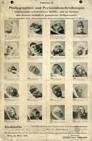 Za účelem zjištění totožnosti neznámých vojáků, kteří zemřeli ve zdravotnických zařízeních, vydávalo Identifikační oddělení Společné ústřední průkazní kanceláře takováto fotografická tabla, v nichž veřejnost žádalo o pomoc. FOTO: VHÚ Praha