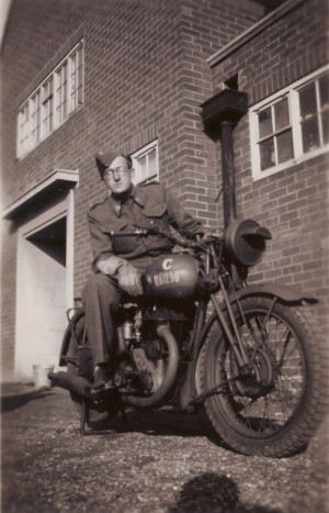 Karel Misík během bojů ve Francii. FOTO: sbírka Tomáše Jambora