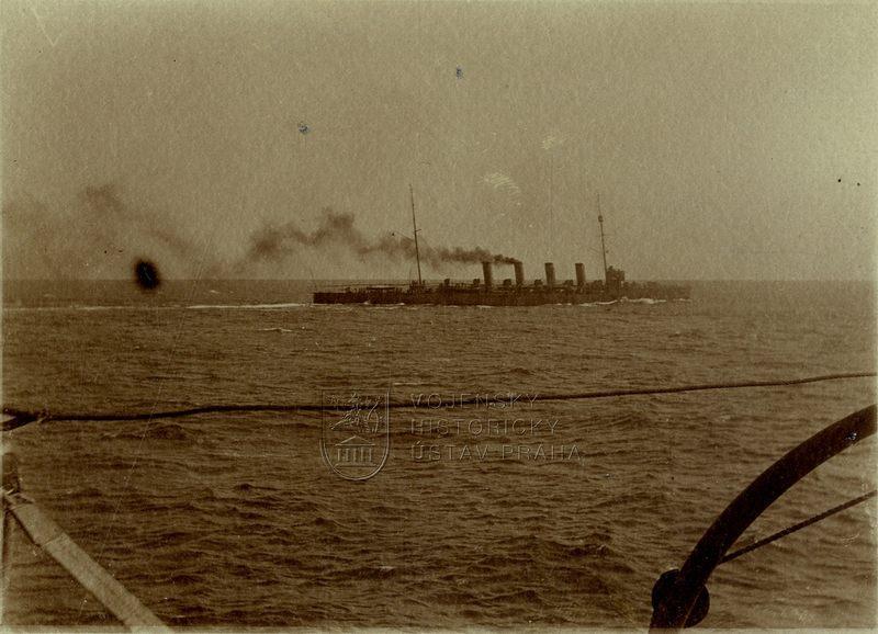 Lehký křižník Admiral Spaun na manévrech