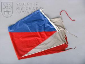 Vlajka České republiky ze základny Feyzabad v Afghánistánu