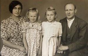 Cyril Musil s manželkou Růženkou a dcerami