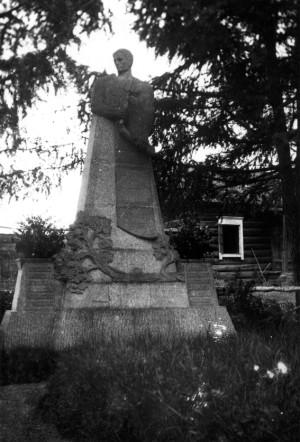 Detail ústřední postavy čs. náhrobku v Kultuku v letech 1919-1920. Foto: VÚA-VHA