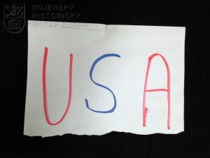 Papírový útržek s nápisem USA, operace ISAF Afghánistán