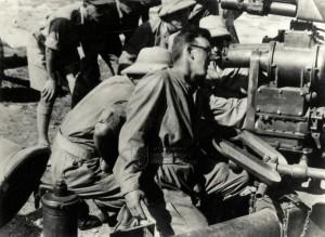 Českoslovenští vojáci u protiletadlového kanónu Bofors ráže 40 mm, Haifa 1942