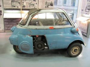 Miniaturní automobil Isota, v něm byl vytvořen tajný úkryt pro převoz uprchlíka. Foto Ivo Pejčoch.