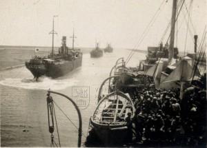 Lodě v Suezském průplavu při návratu ruských legií do vlasti, rok 1920
