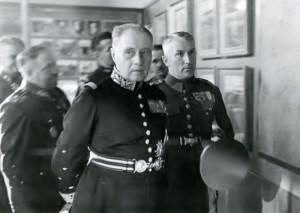 Gen. Maurice Gustave Gamelin, náčelník Generálního štábu francouzské armády s doprovodem v jednom ze sálů Muzea Památníku osvobození. Po levici jej 17. září 1934 provázel mjr.konc. J. Boháč. FOTO: VHÚ Praha