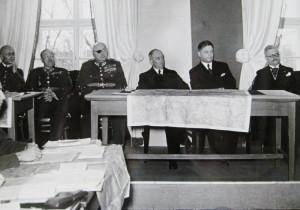 Snímek z prostředí Vysoké intendantské školy ilustruje reálie, v jakých probíhala výuka na Válečné škole (od roku 1934 Vysoké škole válečné). Fotografie pochází z návštěvy Edvarda Beneše, prezidenta republiky. FOTO: VHÚ Praha