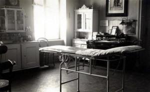 Lékařská ordinace Vojenské akademie v Hranicích (přelom 20. a 30. let). FOTO: archiv K. Straky