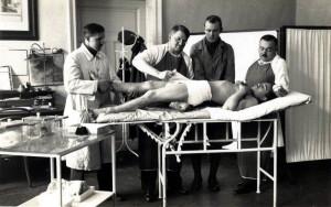 Ošetřování raněného akademika na Vojenské akademii v Hranicích (přelom 20. a 30. let). FOTO: archiv K. Straky