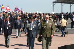 Josef Hercz v uniformě brigádního generála čněl i v roce 2004 mezi našimi veterány v Normandii při oslavách výročí vylodění Spojenců v nacisty okupované Evropě...