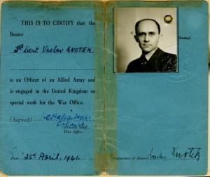Osobní průkaz Václava Knotka z válečné Velké Británie