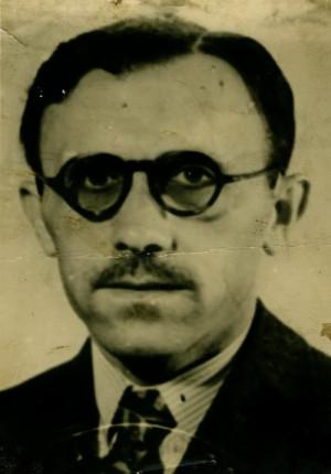 Průkazová fotografie z falešných dokumentů, s nimiž přicestoval Václav Knotek pod cizím jménem v červnu 1948 do Československa.